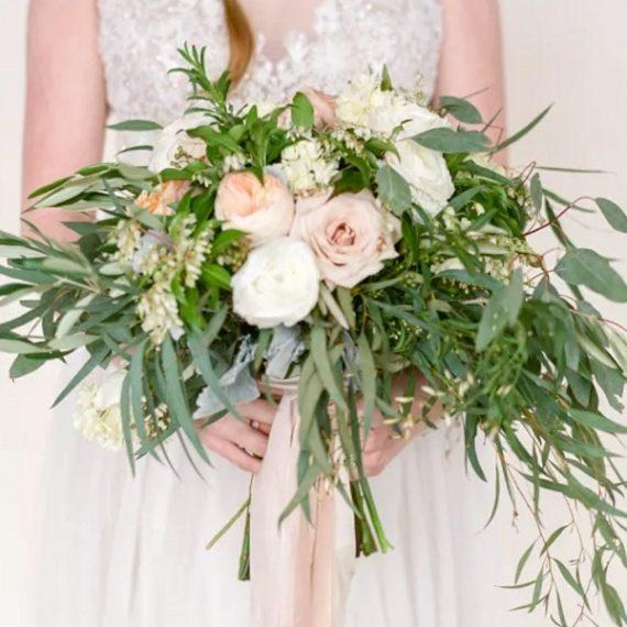 Стильные букеты для невест с доставкой